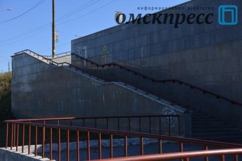 В Омске отмывают подземные переходы и мосты
