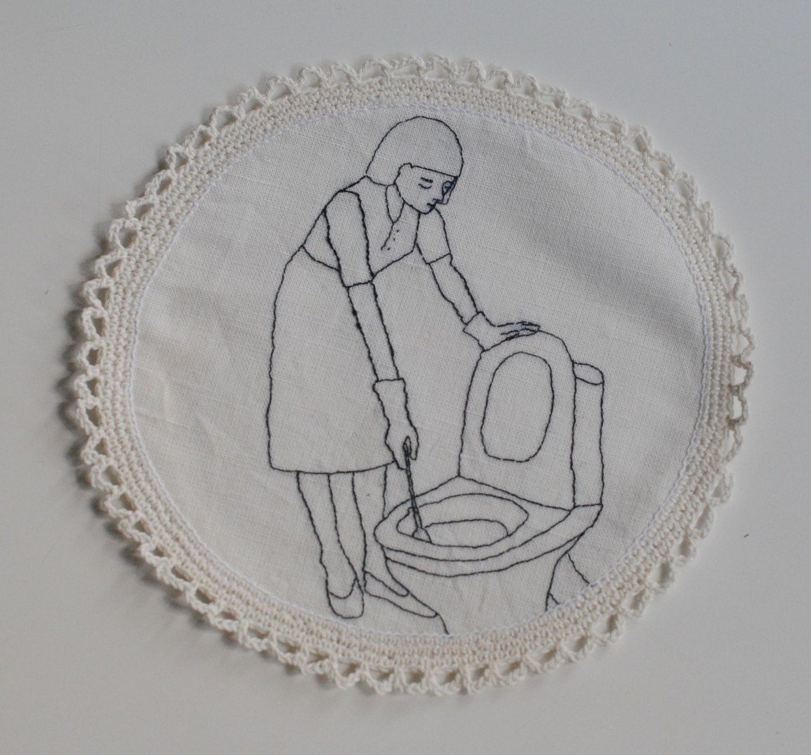 Омские феминистки вышили салфетки про женское предназначение