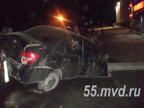 """В Таре водитель """"Лады"""" сбил пешеходов и врезался в иномарку"""