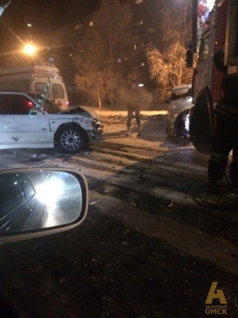 В Омске на Заозерной столкнулись Субару и Жигули