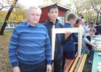 Омский школьник сделал вторые по красоте в России ножки для стола