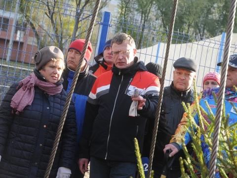 Временные губернатор и мэр посадили липы на субботнике в Омске