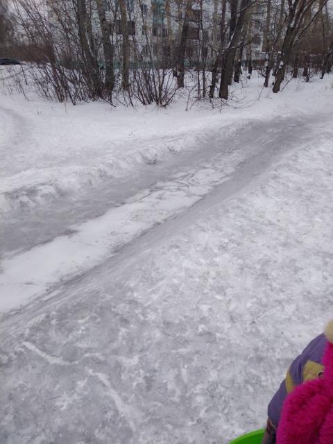 На Московке омичи обеспокоены черным снегом