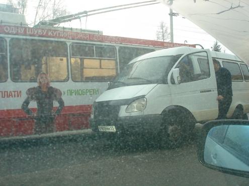 В Омске на улице Маяковского сгорел троллейбус