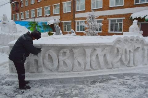 В ИК-7 к Новому году готовят снежные фигуры