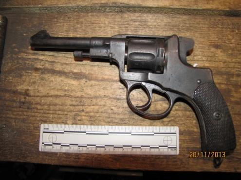 Пожилой омич-инвалид случайно застрелился из старинного револьвера