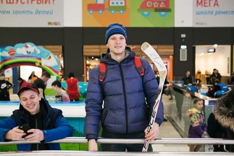 Легендарный хоккеист Андрей Николишин открыл омичам секреты хоккейного мастерства