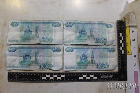 Жители омского села расплачивались в магазинах и кафе фальшивыми деньгами