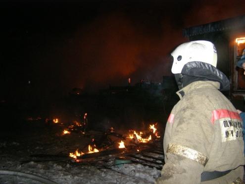 11 машин тушили пожар в Кировском округе Омска