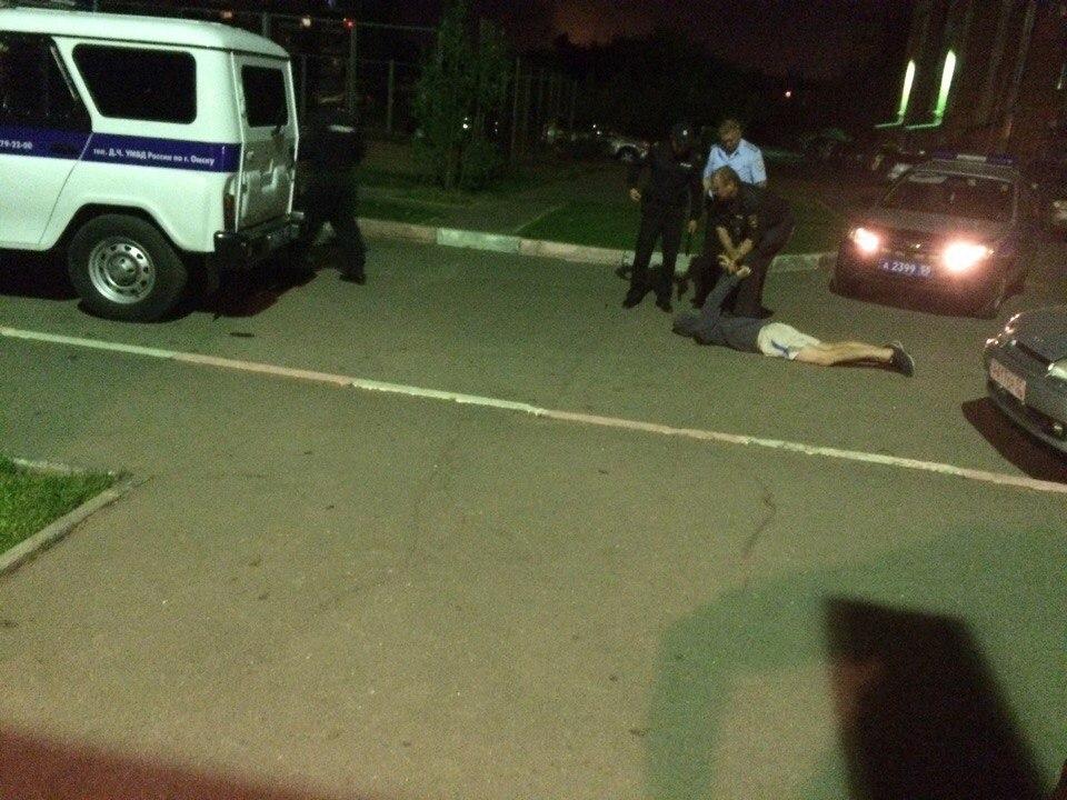 Омич вместо платы за проезд ударил таксиста ножом