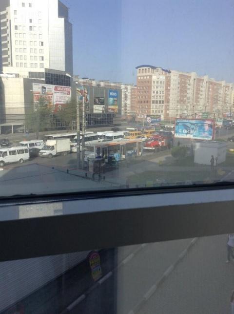 Омичей по дороге на работу напугал задымившийся автобус