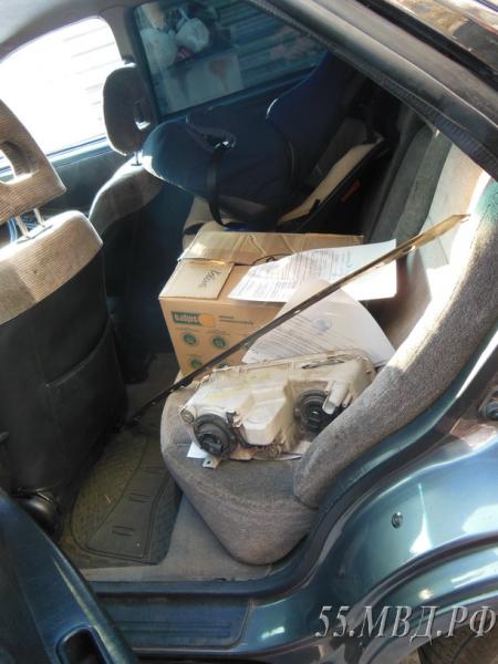 Пьяный омич решил покататься на чужой машине со сломанными тормозами