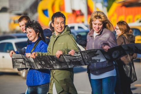 Фотография омичей заняла 83 метра плёнки и претендует на мировой рекорд