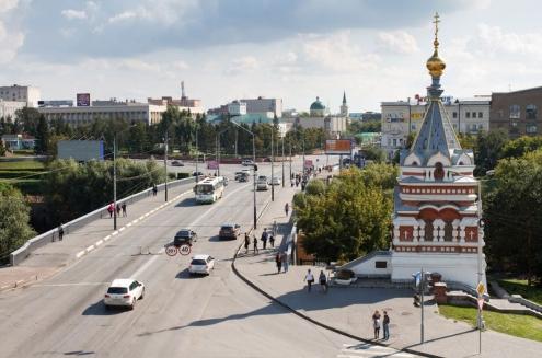 В Омске начали ремонтировать мост на улице Ленина