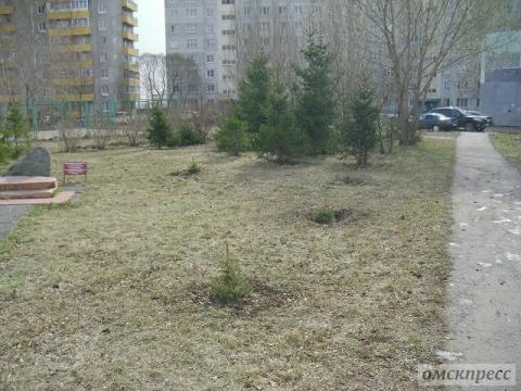 Омский губернатор пообещал сохранить сквер ветеранов на Конева