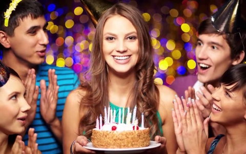Как оригинально поздравить человека с днем его рождения?