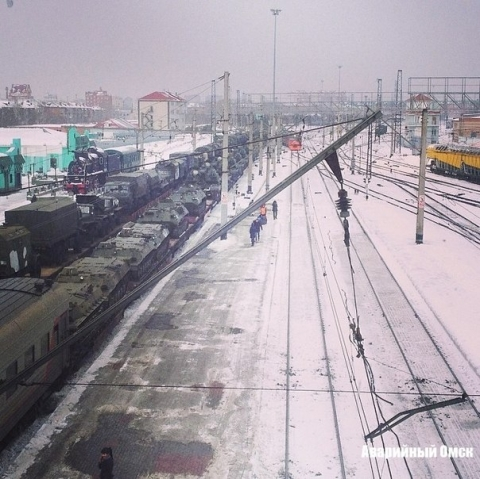 Через омский вокзал проехали танки