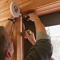 Утепление деревянных окон: сделать самому или обратиться к специалистам?