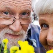 В Омской области 105 пенсионеров приняли в приемные семьи