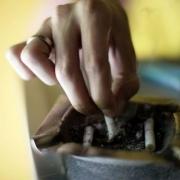 Омский минздрав помогает пострадавшим от антитабачного закона