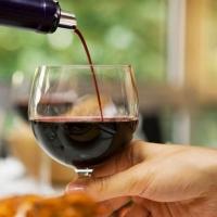 Как правильно подавать вино?