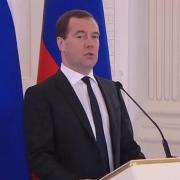 Медведев призвал региональные СМИ к независимости от властей