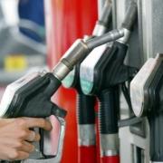 В Омске опять подняли цены на бензин