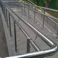 Поручни для инвалидов для пандусов и лестниц с пандусами