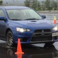 Во время шторма в Омской области прошли соревнования автомобилисток