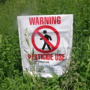 Чем поливают растения в полях?