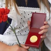 Омские выпускники всё-таки получат медали в этом году