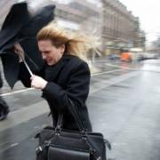 Омичам порекомендовали опасаться ветра и гололёда