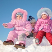 Одежда для зимы: что должно быть в гардеробе ребенка?