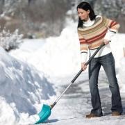 Омская мэрия попросила убирать снег по правилам