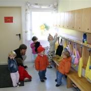 Омским родителям не придется переплачивать за детский сад