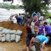 Губернатор призвал омичей помочь пострадавшим от наводнения