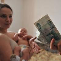 Омичам на 700 рублей увеличили пособие на третьего ребенка