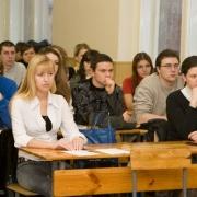 Учащимся омских колледжей доплатят 500 рублей