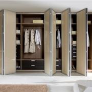 Шкаф-купе для хранения вещей
