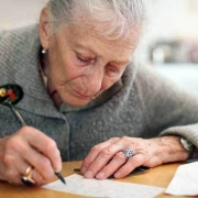 Омские пенсионеры отдадут квартиры за 9 тысяч рублей