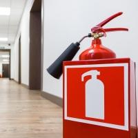Сколько огнетушителей должно быть в помещении и как правильно их разметить