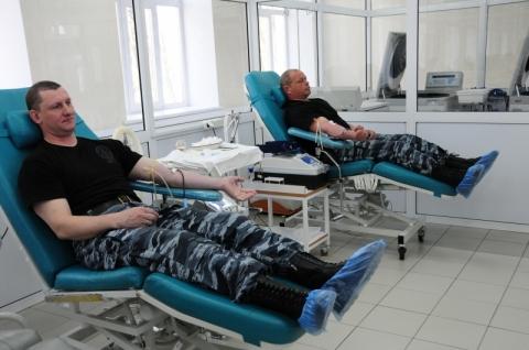 Омские омоновцы помогают пострадавшим от урагана
