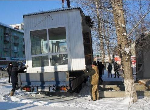 В Омске уберут цветы от дворца культуры имени Малунцева