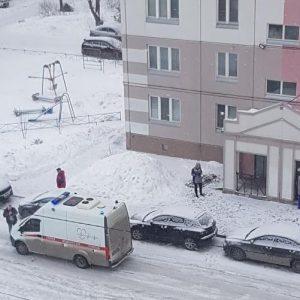 Рядом с домом в Омске нашли тело матери троих детей