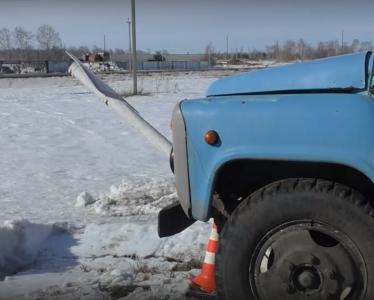 Водитель грузовика наехал на дорожный знак и получил сразу три административных дела
