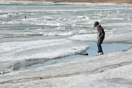 Омичи спасли 12-летнего мальчика, провалившегося под лед