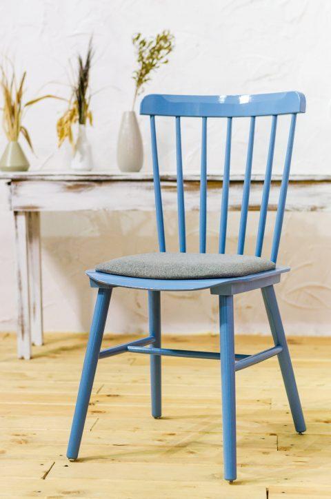 Деревянные стулья — универсальный и востребованный элемент интерьера