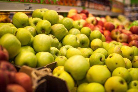 В Омской области подорожали сахар, яблоки и морковь