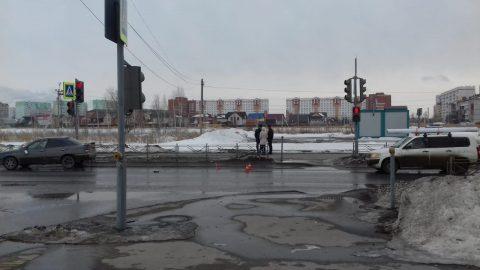 Пожилая омичка попала под колеса авто, пересекая дорогу на «красный»