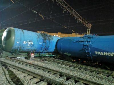 В Омске сошли с рельсов восемь цистерн, принадлежащие компании «Трансойл»: фото